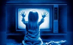 Poltergeist (1982) : Un autre film de fantômes, mais très différent de SOS Fantômes, beaucoup plus sérieux. On a toujours un petit frisson lorsqu'on entent Carol Anne lancer de sa petite voix d'enfant « They're heEEere! » (Ils sont ici).