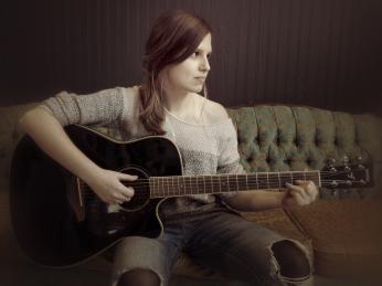 Emily_guitare_horsconcours